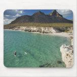 Kayaker del mar en el golfo de California en Isla Tapete De Ratón