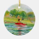 Kayaker en el ornamento del agua adorno