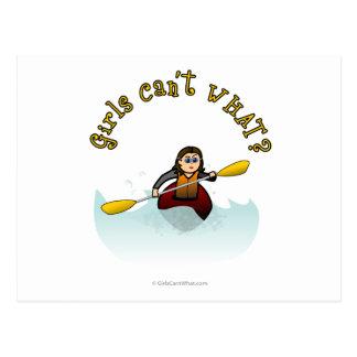Kayaker ligero de la mujer tarjetas postales