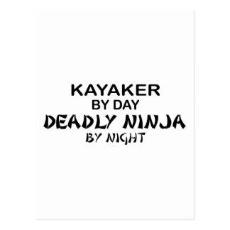 Kayaker Ninja mortal por noche Postal