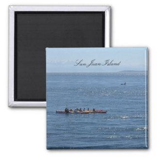 Kayakers y orca imán cuadrado