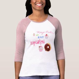 Keep Calm and eat Cupcakes Tshirts