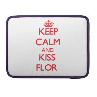 Keep Calm and Kiss Flor MacBook Pro Sleeves