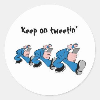 Keep él tweetin' pegatina redonda