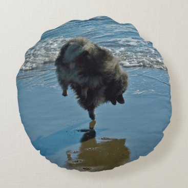 Beach Themed Keeshond Ballet Round Pillow
