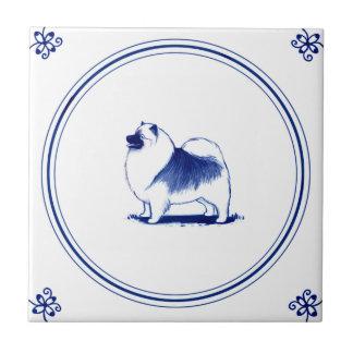 Keeshond holandés del estilo azulejo cuadrado pequeño