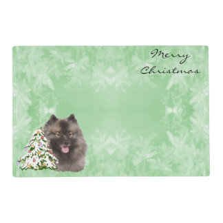 Keeshond with Christmas Tree on Green Placemat