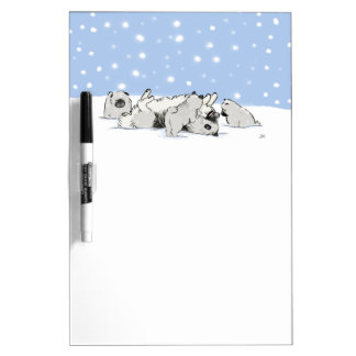 Keesies en la nieve - Keeshond feliz con los perri Pizarra Blanca