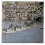 Kenia, ninguna agua ninguna expedición del río de  tejas  cerámicas