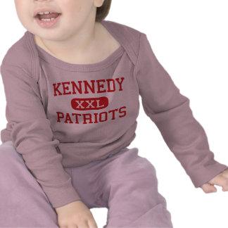 Kennedy - patriotas - centro - ROCKFORD Illinois Camisetas