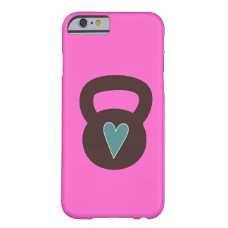 Kettlebell con un corazón funda barely there iPhone 6
