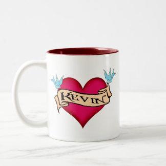 Kevin - camisetas y regalos de encargo del tatuaje taza de dos tonos