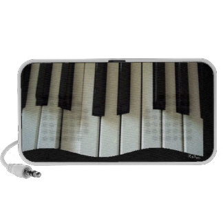 Keyboard in Motion Doodle iPod Speaker