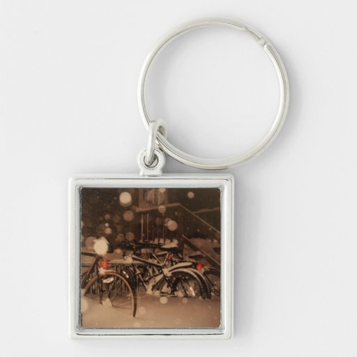 Keychain with bicycles in the snow