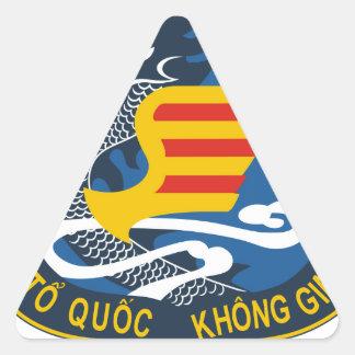 KHONG QUAN VIET NAM CONG HOA CHAO TAY TRUOC LINH C TRIANGLE STICKER