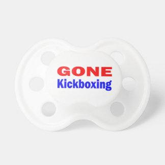 Kickboxing. ido chupete de bebé