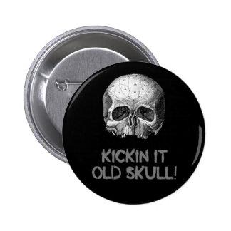 Kickin él cráneo viejo pin redondo de 2 pulgadas
