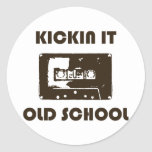 Kickin él escuela vieja etiquetas redondas