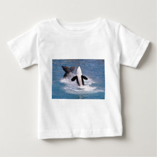 Killer whales jumping out of water t-shirt