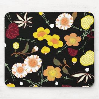Kimono floral japonés de la multa roja del mousepads