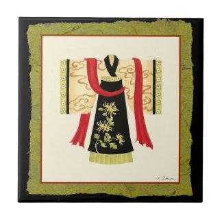 Kimono japonés tradicional con la impresión floral azulejos