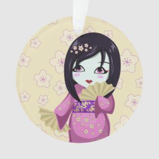 Kimono lindo del rosa del geisha con las fans de p