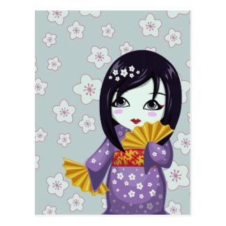 Kimono púrpura del geisha lindo con las fans de or postales