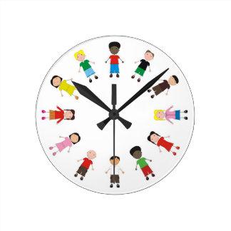 Kinder/Children/Niños Round Wallclocks