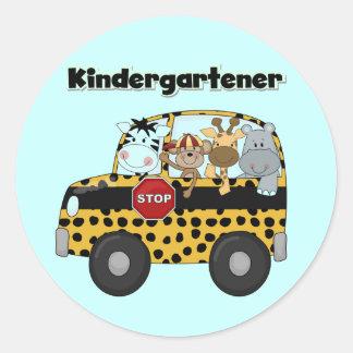 Kindergartener de los animales del parque pegatina redonda