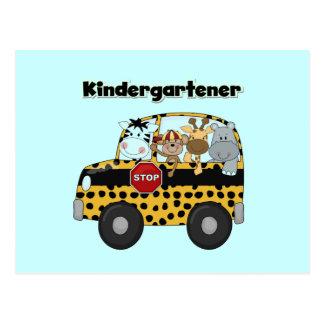 Kindergartener de los animales del parque zoológic postal