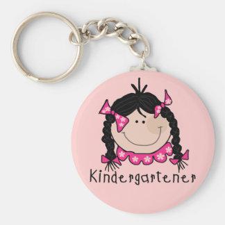 Kindergartener del pelo negro llavero