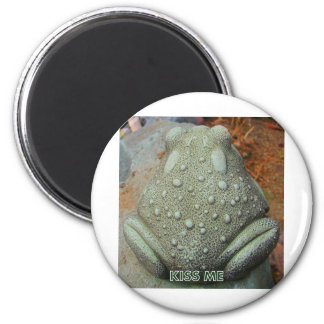 KISS ME FROG 2 INCH ROUND MAGNET
