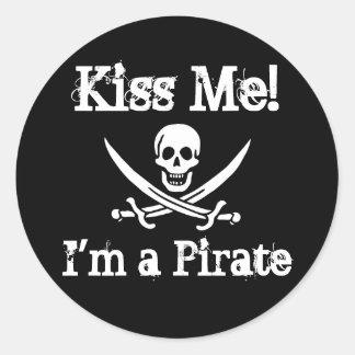 Kiss Me I m a Pirate Round Sticker