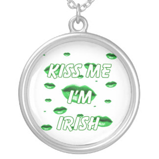 Kiss me multi green lips round pendant necklace