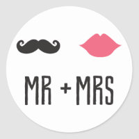 Kissing Booth - Mr.   Mrs. - Circle Classic Round Sticker