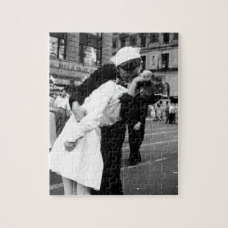 Kissing the War Goodbye at Times Square Jigsaw Puzzle