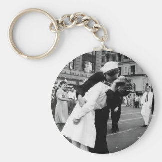 Kissing the War Goodbye at Times Square Keychain
