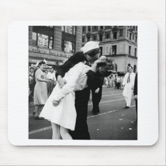 Kissing the War Goodbye at Times Square Mouse Pads