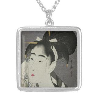 Kitagawa Utamaro's Ase O Fuku Onna necklace