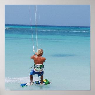 Kiteboarder en las zonas tropicales impresiones