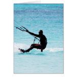 Kitesurfer silueteado tarjeta de felicitación