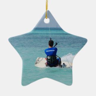 Kitesurfing tropical adorno de navidad