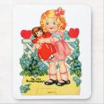 Kitsch retro de la tarjeta del día de San Valentín Tapete De Raton
