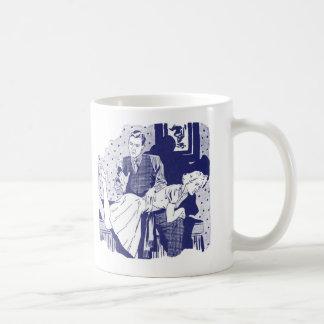 Kitsch retro del vintage que azota a la esposa taza básica blanca