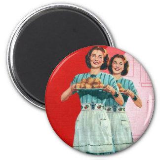 Kitsch retro del vintage que cocina al ama de casa imán redondo 5 cm