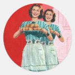 Kitsch retro del vintage que cocina al ama de casa pegatinas redondas