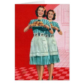Kitsch retro del vintage que cocina al ama de casa tarjeta de felicitación