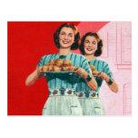 Kitsch retro del vintage que cocina al ama de casa postal