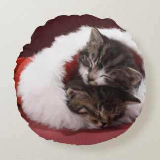 Kittens asleep together in Christmas hat Round Pillow
