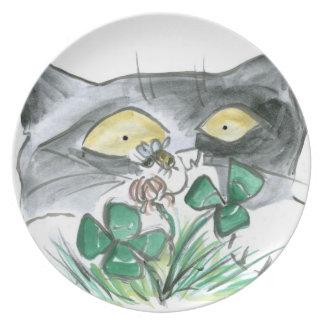 Kitten's Four Leaf Clover wit Bee Buzzin' Plate